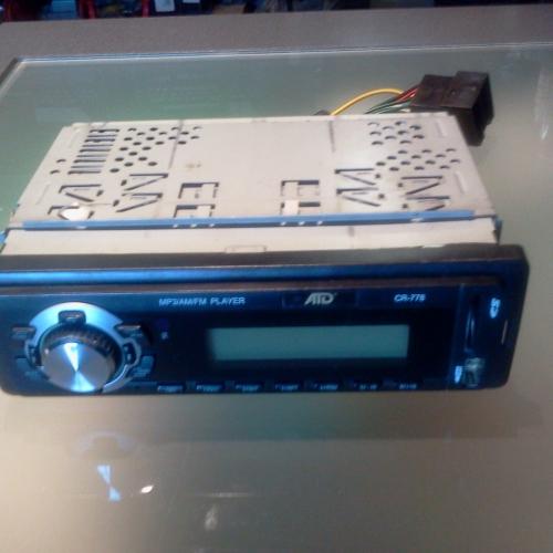 USB rádió ATD CR-778 MP3 AM-FM Rádió 4x40 W teljesítmény USB Pendrive kezelés 16 GB-ig SD/MMC memóriakártya kezelés 8 GB-ig <s>Infravörös távirányító</s> Kék színű LCD kijelző és gombsor megvilágítás CD lejátszót nem tartalmaz! RCA kimenetek Szabványos antennacsatlakozó Rádió csatornamemória 5000Ft