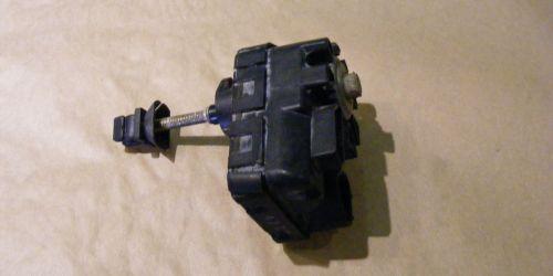 Suzuki Liana, Fényszóró állító motor  3000Ft